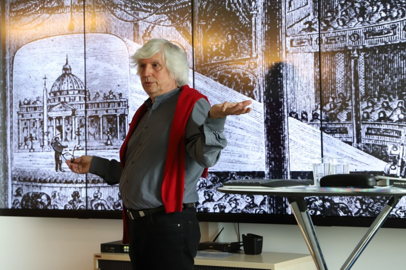 Prof. Ludwig M. Vogl-Bienek explaining the composition of a magic lantern performance in 1889 in Fulham.
